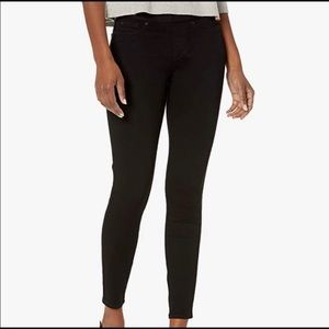 NWT! Levi's Signature Totally Shaping Pull-On Skinny Black Denim